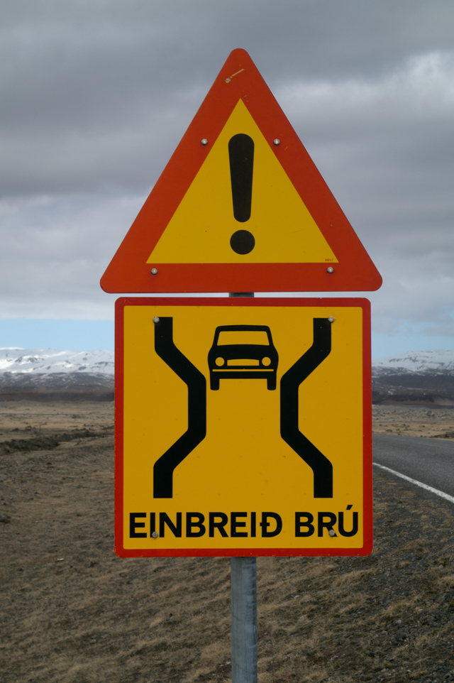 Single-lane bridge sign in Iceland