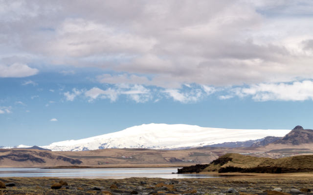 The Mýrdalsjökull glacier seen from the beach