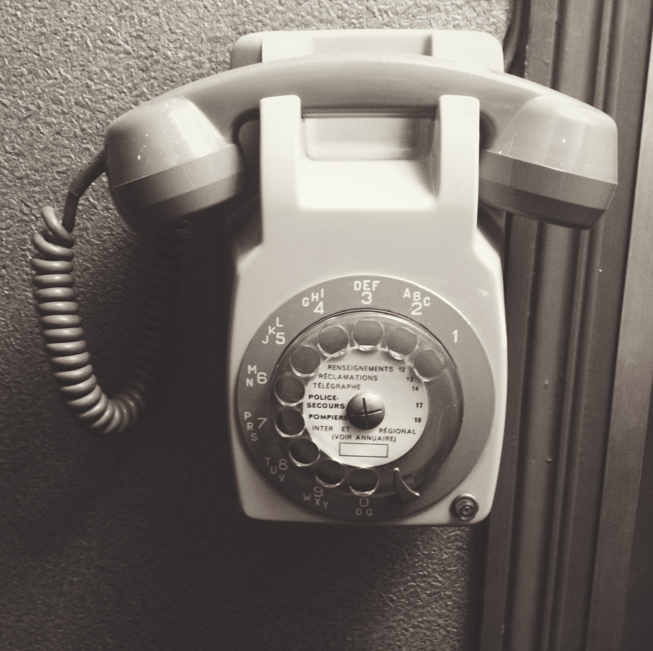 Rotary Telephone, L'Ouest Hôtel